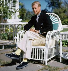 Couldn't help noticing his five button cuff detail.. //Duke of Windsor.