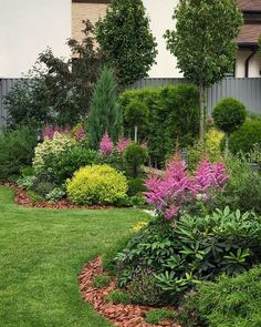 Great texture and depth – sloped back yard landscaping Landscape Structure, Landscape Design, Landscape Plans, Back Gardens, Outdoor Gardens, Sloped Garden, Modern Garden Design, Terrace Design, Small Backyard Landscaping