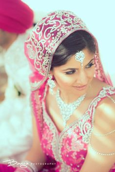 diamond tikka and wedding necklace | courtesy Banga Photography | www.shaadibelles.com