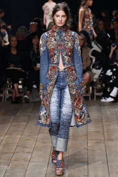 For some strange reason I love this look.Alexander McQueen Spring 2016 Ready-to-Wear Collection Photos - Vogue Moda Fashion, Fashion Week, Denim Fashion, Runway Fashion, High Fashion, Fashion Show, Fashion Trends, Paris Fashion, Fashion 2016