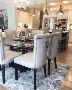 Cool 32 Fascinating Glass Dining Room Design Ideas For Home Inspiration. Glass Dining Room Table, Dining Room Paint, Dining Room Design, Luxury Home Decor, Cheap Home Decor, Luxury Dining Room, Décor Boho, Style Vintage, Home Decor Kitchen