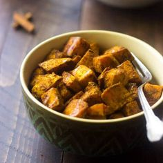 Maple+Roasted+Sweet+Potatoes+with+Curry+++Paleo+Thanksgiving+Recipes+via+@FoodFaithFit