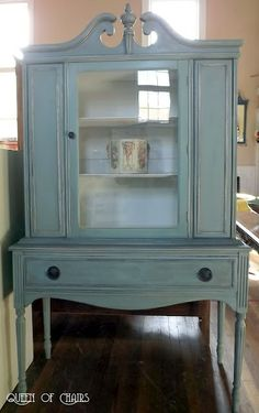 Queen of Chairs, painted it with Annie Sloan Chalk Paint in Duck Egg Blue, with Old Ochre on the detail, then I did a dark wax wash, with my wax mixed with mineral spirits.