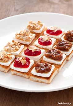 Mini toasts with camembert, hazelnuts with honey, cranberry jam and dates jam - Finger food / Party food