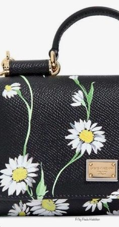 Daisy Mae, New Theme, Feminine Style, Daisies, Falling In Love, Bees, Cottage, Creative, Life