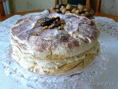 Tort bezowy dacquoise z orzechami i daktylami jak od Sowy