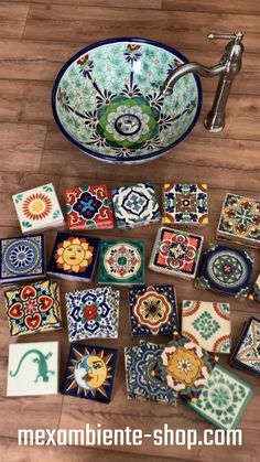 Colorful Mexican tiles and sinks - Ideas with our hand-painted Mexican tiles and sinks from Mexico 🌞 🇲🇽 by Mexambiente. Pottery Handbuilding, Talavera Pottery, Mediterranean Decor, New Kitchen Designs, Ceramic Wall Tiles, Craftsman House Plans, Home Decor Signs, Pottery Painting, Bathroom Interior Design