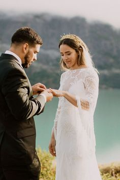 These adventure lovers traded a tradition wedding ceremony for a magical mountain top winter elopement | Image by Anni Graham Torres Del Paine National Park, Wedding Blog, Wedding Styles, Bohemian Wedding Inspiration, Winter Tops, Free Spirit, Graham, Wedding Ceremony, National Parks