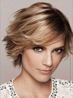 Moda Cabellos: Nuevos cortes de pelo mediano con flequillo lateral para mujeres