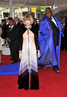 Anna Wintour and andre leon talley in the background