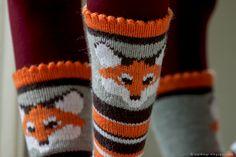 NIPI: What does the fox say? Knitting Socks, Knitting Ideas, Knit Crochet, Gloves, Fox, Sayings, Handmade, Crafts, Fiber