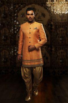 Samayakk Orange & Golden Sherwani  #Samayakk, #Orange, #Golden… Groom Wedding Dress, Wedding Dresses, Jute, Wedding Designs, Wedding Ideas, Wedding Sherwani, Dress Suits, Party Wear, Pakistani