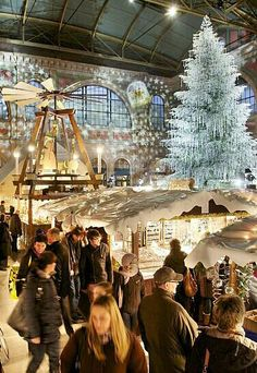 Christmas market in the Zurich's main staition