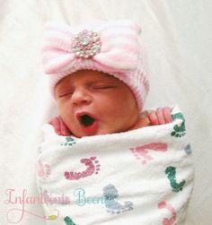 Newborn Hat with Bow  Light Pink newborn by InfanteenieBeenie
