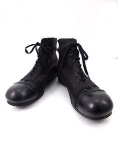 BOOTS -- THE NICEST BOOTS EVER I SEE BEFORE  - VINTAGE FOOTBALL BOOTS....JF