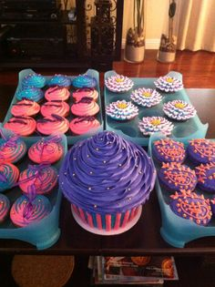 Giant cupcake cake ~ Purple cupcake  Cupcake cake & cupcakes by: Bella Baby Cakes