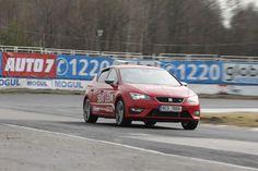 SEAT Leon na závodním okruhu v Sosnové