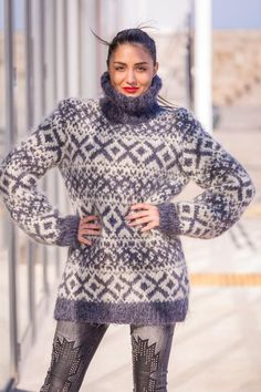 Hand Knitted Sweaters, Mohair Sweater, Loose Sweater, Wool Sweaters, Knitwear Fashion, Knit Fashion, Sweater Fashion, Turtleneck Outfit, Sweater Outfits