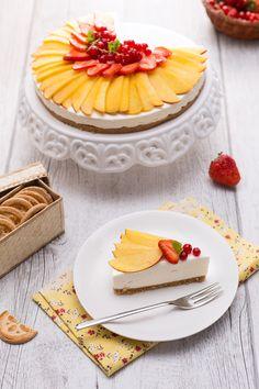 La #cheesecake alle #pesche #senza #lattosio e senza #glutine è il #dessert freddo ideale da proporre a chi è intollerante o semplicemente a chiunque preferisca stare leggero! La base è la classica croccante con #biscotti sbriciolati ì, mentre la farcitura è una freschissima e corposa #crema a base di #formaggio e panna, entrambi senza lattosio. La #frutta fresca come decorazione è davvero la ciliegina sulla torta! #ricetta #GialloZafferano #healty #NuoviVolti Federica
