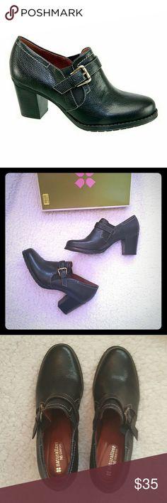 New naturalizer black lea demand heels, size 9 New in box Naturalizer black Lea heels Naturalizer Shoes Heels