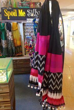 Stylish Dress Designs, Designs For Dresses, Stylish Dresses, Indian Attire, Indian Wear, Indian Outfits, Kurta Designs, Blouse Designs, Pakistani Fashion Casual