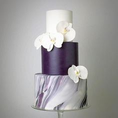 Counting down the last few hours to our next editorial! See you bright and early @floralmagic_ @walkdowntheaislesg @charmainetok @browick @crummbcakes @winifredkristecake @cupplets @febspantry @silhouette_the_atelier #tamarindhill  #Weddingcake by @crummbcakes #purplewedding