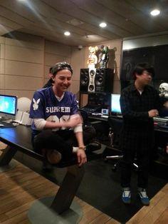 G-Market Contest Winners Meet G-Dragon at YG Studios (140513)