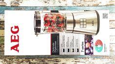 Im Sommer trinken wir ganz gerne mal einen Smoothie. Er erfrischt, löscht den Durst und gibt Energie. Bisher haben wir sie uns immer für teures Geld geholt. Aber wie wäre es mal selber einen Smoothie zu kreieren, mit eigenen frischen Zutaten. Von AEG haben wir den AEG PerfectMix SB14PSStandmixerzum Testen bekommen. Mit dem Mixer landen sage und schreibe 1,4 PS bei uns in der Küche, damit lässt sich einiges anfangen. #AEG #Standmixer #PerfectMix #kochen #PremiumLine #SB14PS #Blender