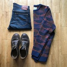 Loving this @percival_menswear jumper  Just the right thickness. #tngoutfitgrid  __________ Jumper: @percival_menswear  Shoes: @clarksoriginals  Jeans: @leejeanseurope  __________ #style #stylish #gqstyle #flatlay #outfitgrid #outfitgrids #mensfashion #menwithstyle #styleformen #lookbook #percivalmenswear #outfitoftheday #ootd #whatiworetoday #wiwt #ootdmen #clarksdesertboots #fashionblogger #flatlays #dapper #streetwear #menstyle #minimalist