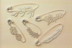 FIBULOSO VUELA hand sawed sterling silver safety pin brooch