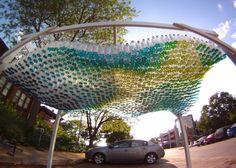 Cubierta creada con 1500 botellas de plástico