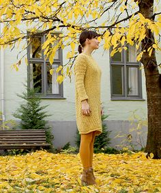 A knitted sweater dress, great for everyday use. The wave pattern is simple and provides a nice texture. The sleeves are narrow, to create a feminine shape.