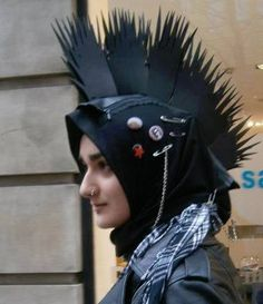 It is crucial to realize that the Muslim fashionista can be anything: a japanese lolita, gothic-chic, or in this case, punk hijabista and proud! Muslim Fashion, Punk Fashion, Modest Fashion, Girl Fashion, Womens Fashion Online, Latest Fashion For Women, Mode Punk, Gothic Chic, Hippie Man