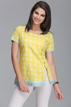 Vibrant Yellow Short Cotton Kurti With Blue Border & Side Slit With Buttons Short Kurti Designs, Kurta Designs Women, Blouse Designs, Short Kurtis, Kurtis Tops, Kurti With Jeans, Batik Fashion, Kurti Patterns, Short Tops