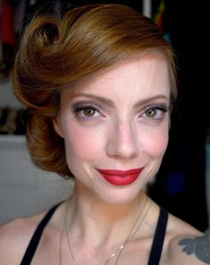 Retro Hair - Victory Roll Tutorial ♥I might do this for Lana's wedding