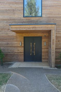 Stephenson Wright Project | Bespoke joinery front door | Bronze plank handle | Interior Design Modern Entrance Door, Modern Front Door, House Entrance, Awning Over Door, Modern Porch, Front Door Porch, Exterior Makeover, Small Buildings, House With Porch