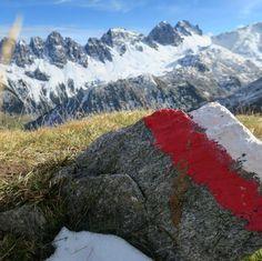 Weit weg ist man oft verdammt nah an sich selbst #motivation #intirol #wandern Mount Everest, Mountains, Motivation, Nature, Travel, Far Away, Hiking, Viajes, Naturaleza