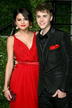 Justin Bieber & Selena Gomez: Why They Aren't Officially Back Together - Hollywood Life Instagram Selena Gomez, Fotos Selena Gomez, Estilo Selena Gomez, Justin Bieber 2011, Justin Bieber Selena Gomez, Justin Bieber Pictures, Selena Selena, Most Romantic Pics, Cute Couple Poses