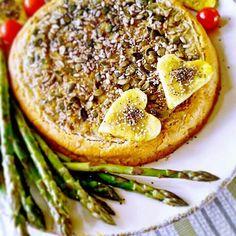 Torta salata agli asparagi in crosta di topinambur e semi misti