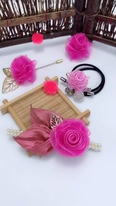How to make your hairpin is unique, take a look at these two methods of handmade ribbon flowers, put it on the hairpin, it is simple and beautiful crafts for adults diy 2 ways to make ribbon flowers by hand Diy Crafts And Hobbies, Diy Crafts For Gifts, Diy Home Crafts, Diy Arts And Crafts, Creative Crafts, Diy Crafts With Ribbon, Ribbon Diy, Ribbon Flower Tutorial, Diy Crafts For Adults