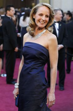 Helen Hunt was carrying a Swarovski Party Time clutch in navy satin on the red carpet i really like Helen Hunt and would love to see her chosen for many more roles. Helen Hunt, Oscars, Stylish Older Women, Wardrobe Makeover, Hollywood California, California Usa, Advanced Style, Celebrity Red Carpet, Simply Beautiful