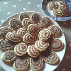 Egy finom Linzercsiga egyszerűen ebédre vagy vacsorára? Linzercsiga egyszerűen Receptek a Mindmegette.hu Recept gyűjteményében! Sweet Cookies, Sweet Treats, Waffle Cake, Hungarian Recipes, Homemade Cookies, Healthy Cookies, Lemon Curd, Dessert Recipes, Desserts