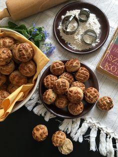 Medvehagymás pogácsa teljes kiőrlésű lisztből - ÍZcsiklandozó Homemade, Cookies, Ethnic Recipes, Desserts, Food, Crack Crackers, Tailgate Desserts, Deserts, Home Made
