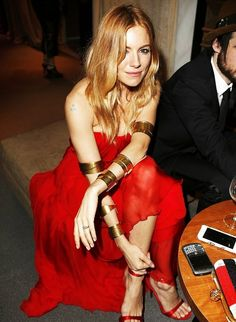 Rock a red chiffon evening dress and you'll be the picture of polish. A pair of red silk heeled sandals instantly bumps up the appeal of this outfit. Red Chiffon, Red Silk, Sienna Miller Style, Look 2015, Mode Glamour, Red Gowns, Chiffon Evening Dresses, Star Fashion, Women's Fashion Dresses
