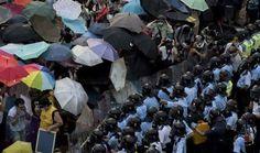 Puluhan ribu orang terus memadati pusat Kota Hong Kong. Mereka menuntut agar pemerintah China mencabut rencana untuk menyeleksi kandidat pemimpin eksekutif pada 2017. Di tengah aksi massa tersebut, sekelompok jurnalis mengumpulkan 6 hal unik dan nyeleneh dalam demo 'Revolusi Payung' Hong Kong. Cek selengkapnya disini on-msn.com/YP3wRj
