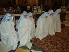 These are indeed the Franciscan Sisters of the Immaculate, but the contemplative branch who wear the giumpe
