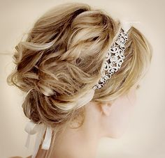 Great Gatsby party? Pretty up-do. These headbands tho, rocking the great gatsby style!