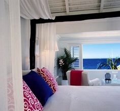 Luv, luv, luv canopy beds - particularly overlooking the ocean