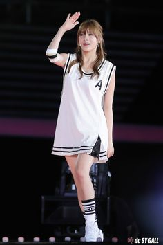 I loved Hayoung's outfit the most at their performance during Dream Concert