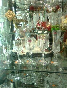 PRECIOSOS JUEGOS DE COPAS DE CRISTAL , TODO TIPO DE MODELOS DE FINISIMA CALIDAD.    RCR, NADIR, BOHEMIA    CONTACTAME : 9973-06149 / 968... Tablescapes, Glass Vase, Table Settings, Table Decorations, Retro, Vintage, Dining Rooms, Barcelona, Home Decor